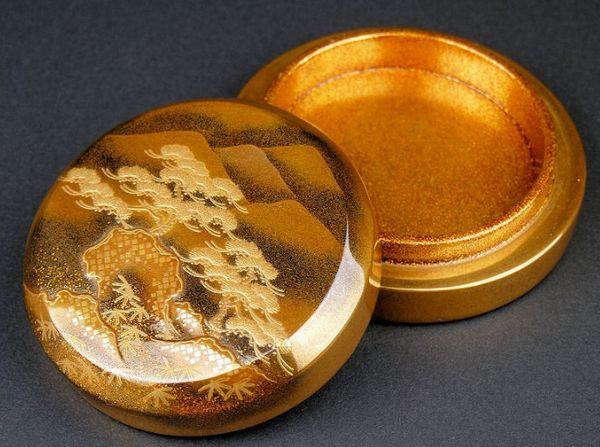19japanese gold lacquer makie